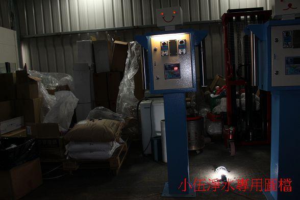 除了方便晚上買水的消費者之外,更提昇加水站(加水屋)設備整體的專業度。