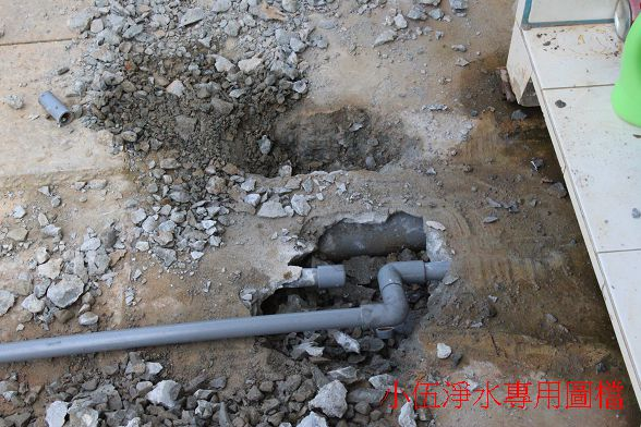 台灣水管施作的特有文化:水管跟糞管都在同一個位置施作~!