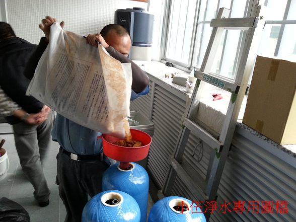 使用的是日本三菱的強陽型樹脂~以台灣目前使用的樹脂主流來說耐用度是前三名好用的