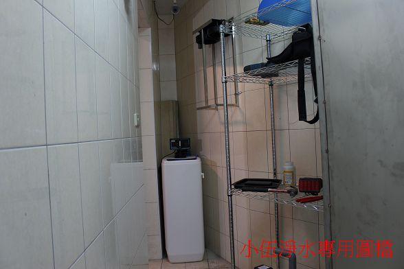 使用的是大金剛軟水設備進階版~軟化槽跟過濾器是合而為一的