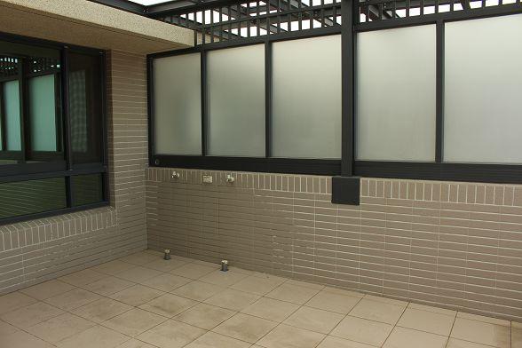 看到安裝位置旁邊有水龍頭...以防萬一之下還是用牆體探測掃一次再說