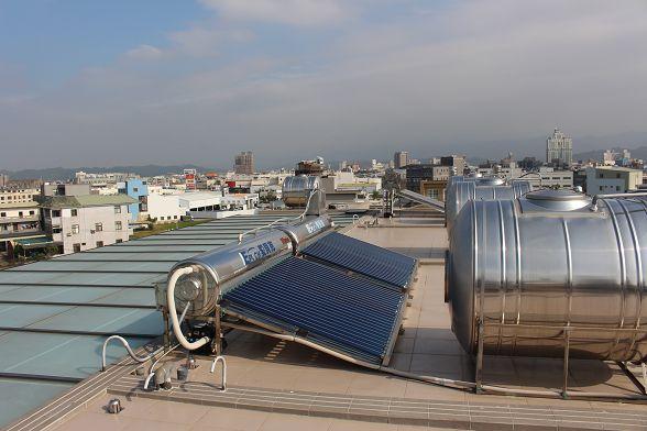 其實很多網友因為現場的因素把淨水設備安裝在頂樓因為保養困難又把設備拆了...