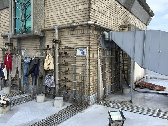看到這些衣服就表示這裡沒有什麼公共空間的問題了